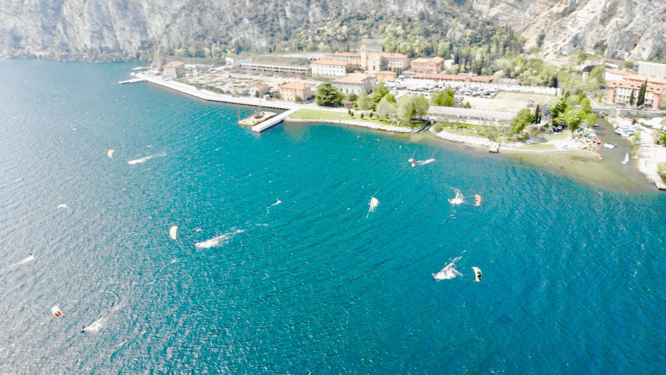 Come scegliere la migliore scuola di kitesurf sul Lago di Garda?