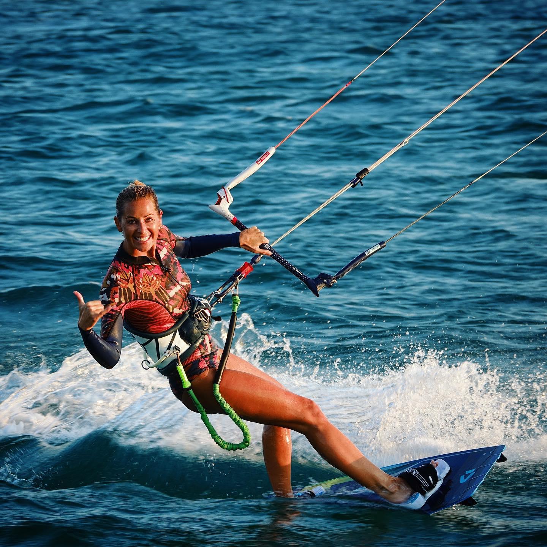 """<h3 style=""""text-align: center;"""">Jurghita Aglinskaite</h3> <p>Ruolo in GKS: Atleta / Ambassador / Coach<br /> Nato a: Lituania<br /> Quando: 1982<br /> Kitesurf dal: 2016<br /> Spot Kite preferito: Tobago Cays<br /> Disciplina preferita: Freeride<br /> Viaggi kite nel mondo: Italia, Grecia, Grenadines, Cabarete (RD), Costa Rica, Kenya<br /> Passioni oltre al kite: snowboard, skateboard, wakeboard, viaggiare…</p>"""